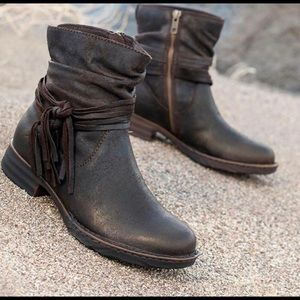 Brand New Born Cross Leather boots